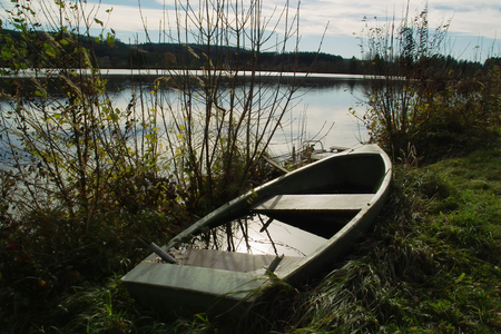 tristesse: Boat full of water