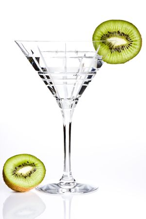 aperitive: Empty cocktail glass decorated with a slice of kiwi