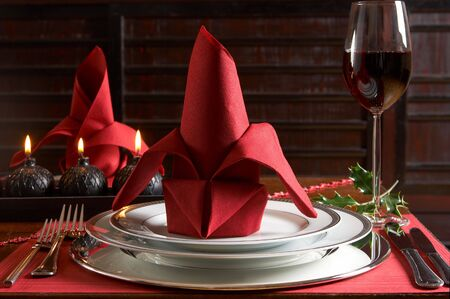 placemats: Christmas dinner table with red placemats and napkins