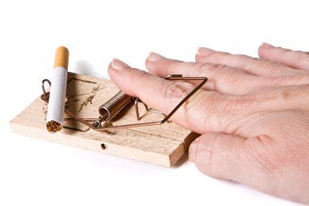 piege souris: Finger pris dans un pi�ge � souris, tout en essayant de voler une cigarette