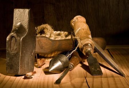 cincel: Grungy a�n la vida de la vendimia y herramientas oxidadas