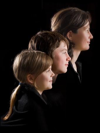 AlleinerzieherIn: Alleinerziehende Mutter posiert mit Ihrem zwei Teenager-Kinder Lizenzfreie Bilder