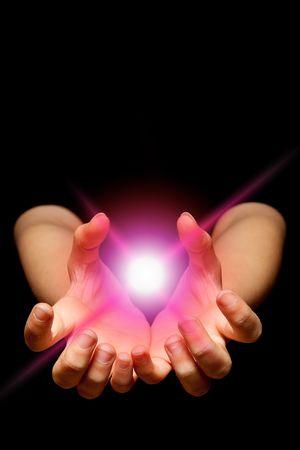 catch: Female hands holding una palla incandescente mistica