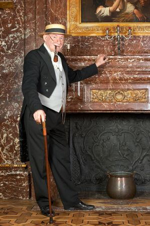 """caballeros: A�ada un retrato de caballero victoriano. Herido de bala en el antiguo castillo """"Den Brandt"""" en Amberes, B�lgica (firmado con la propiedad de liberaci�n para los interiores del castillo)."""
