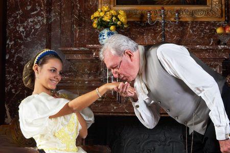 """Viktorianischen Gentleman küssen die Hand einer Frau in die altmodische Art und Weise. Shot in Castle """"Den Brandt"""" in Antwerpen, Belgien (unterzeichnet Property Release für die Schlossbesichtigung)"""