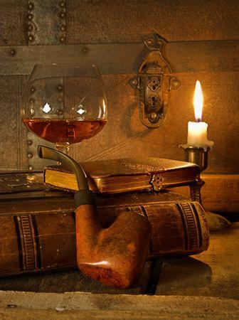 bonsoir: La bonne qualit� de vie, cognac, de livres et de pipe