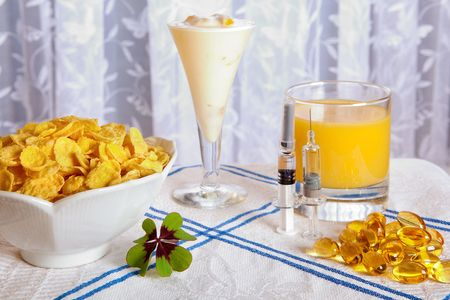 flu vaccines: Healthy anti swine flu breakfast with vitamins, flu vaccines and a lucky clover
