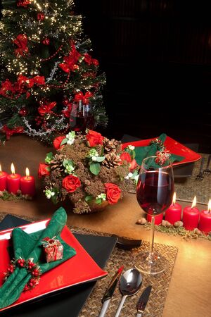 formal place setting: Christmas dinner table with elegant napkins in red and green