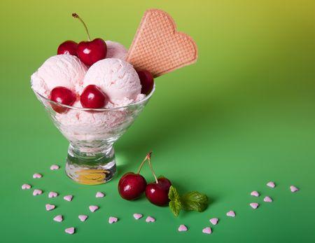 ice cream sundae: Ice cream sundae with cherries, biscuits and sugar hearts