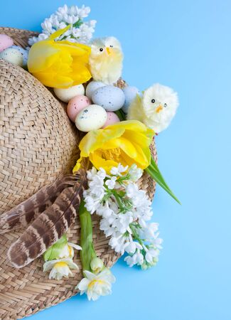 bonnet: Spring hat with easter decorations like chicks, eggs and flowers