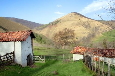 basque country: Idyllic farmhouse shed in the French pyrenees mountains against the Spanish border (Basque country) Stock Photo