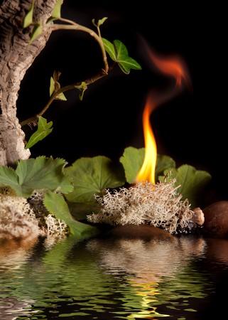 cuatro elementos: Agua, aire, tierra y fuego son los cuatro elementos  Foto de archivo