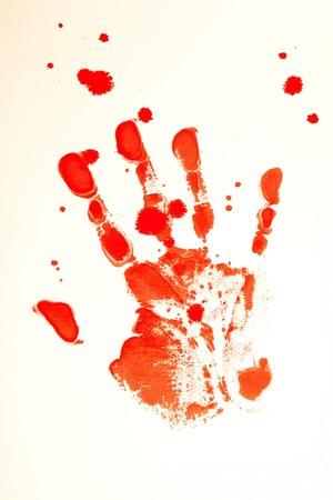 bloody hand print: Sangrienta de impresi�n de una mano sangrante sobre un fondo blanco  Foto de archivo