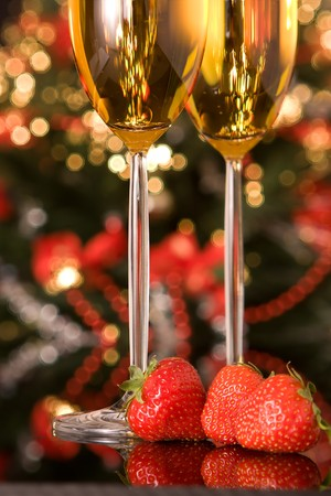 champaign: Strawberries and champagne in front of a blurred christmas tree