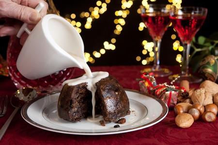 plum pudding: Tavola di Natale con xmas budino come dessert Archivio Fotografico
