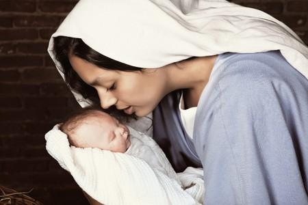 nacimiento de jesus: Vivo pesebre de Navidad recrea en un granero medieval