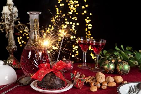 plum pudding: Christmas dinner table with xmas pudding as dessert Stock Photo