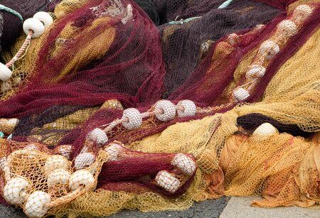 redes de pesca: Redes de pesca coloridos en el puerto de Saint-Jean-de-Luz en el pa�s Vasco en Francia Foto de archivo