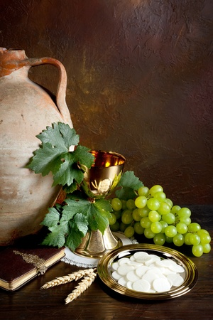 holy jug: Holy communion image showing a golden chalice with grapes and bread wafers