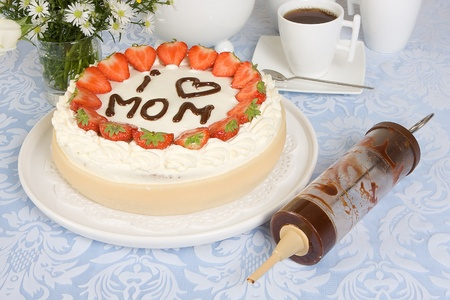 Mother's day cake with mommy written in chocolate Stock Photo - 9081750