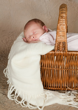 new born baby: Vintage wicker picnic basket with a little baby of 18 days old