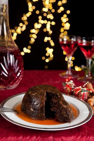 plum pudding: Tavola di Natale con budino xmas come dessert