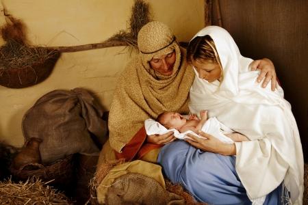 jesus birth: Recreación de la escena de la natividad de navidad con personas reales Foto de archivo