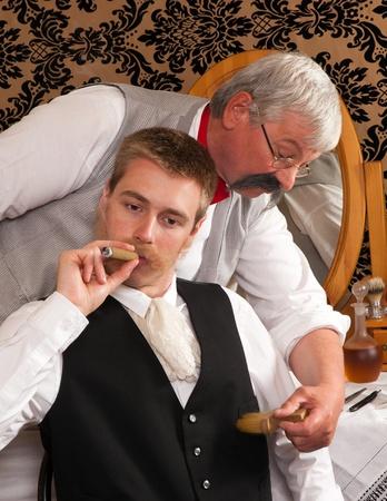 barber shop: Historische re-enactment van een oude victoriaanse kapperszaak Stockfoto