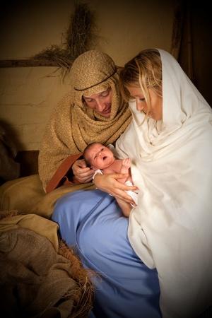pesebre: Recreaci�n de la escena de la natividad de la Navidad con personas reales Foto de archivo