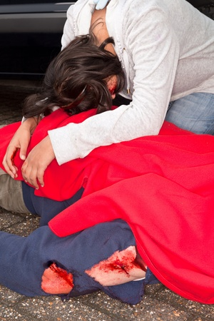 consoling: Injured woman and dead body after a car accident