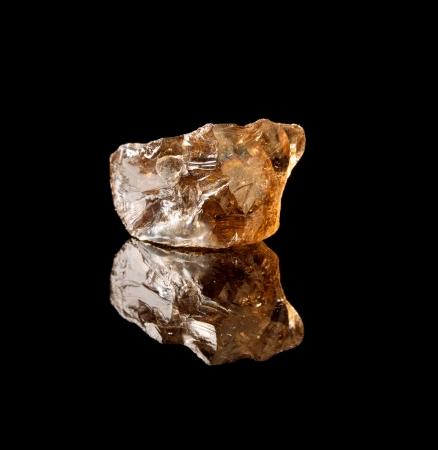 silicio: Pieza sin pulir de cuarzo ahumado, un cristal de dióxido de silicio y piedra semi-preciosa Foto de archivo
