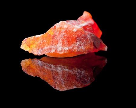 uncut: Jasper � una roccia ornamentale composta principalmente di calcedonio, quarzo microcristallino insieme ad altri minerali, che le conferiscono bande colorate