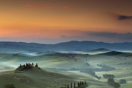 san quirico: Belvedere villa in San Quirico dOrcia in the Tuscan hills on a foggy day at dawn Stock Photo