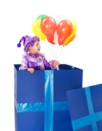 Payaso Funny girl en una caja de regalo con globos photo
