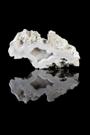 silica: Bella grigio agata geode, una variet� di silice, in stato grezzo grezzo