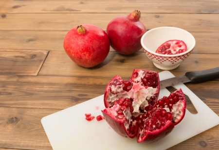 tannins: Inside of a pomegranate with its arils and red seeds