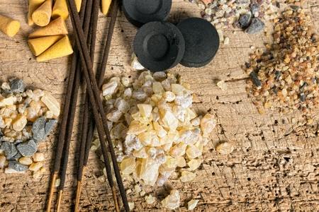 incienso: Carbón e incienso en granula, bastones y conos