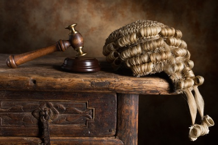 wig: Judges court wig and hammer or gavel Stock Photo