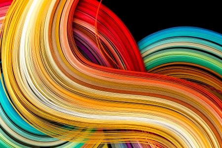 Papierstreifen in Regenbogenfarben als bunte Kulisse