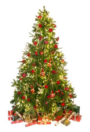 iluminado: Hermoso árbol de Navidad aislado en blanco con los regalos y adornos
