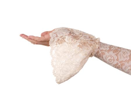 invitando: Mano femenina en la manga de encaje antiguo con gesto de invitaci�n