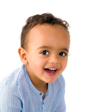 18 ヶ月歳の混血幼児男の子のエッチな目
