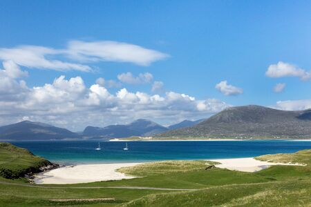 isle: Turquoise waters of Luskentyre beach on the Isle of Harris, Outer Hebrides, Scotland