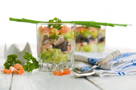 camaron: Verrines mariscos con salmón ahumado, camarones, anguilas y ensalada