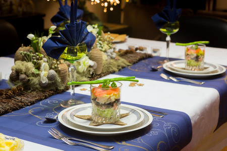 als: Decorated Christmas dinner table with seafood verrine als a starter