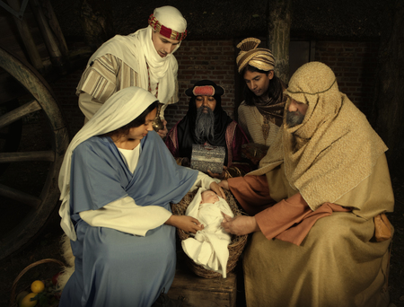 Live Christmas nativity scene reenacted in a medieval barn Archivio Fotografico