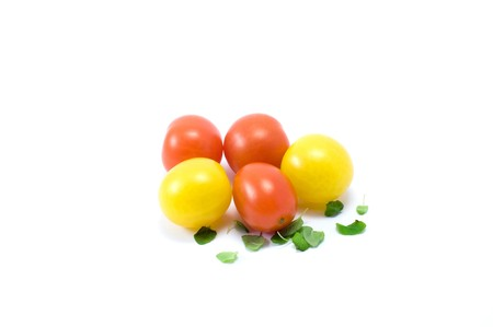 lifestile: Yellow and red cherry-tomatos on the white background