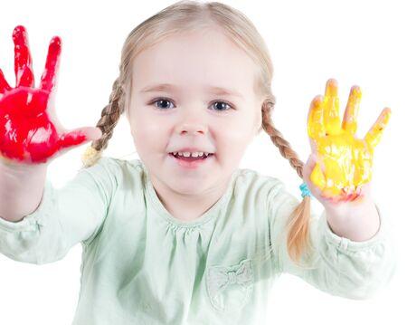 Petite fille, jouer avec les couleurs