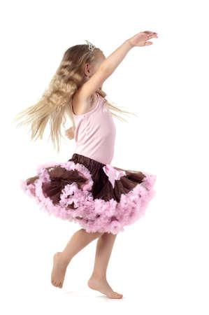Kleines Mädchen tanzen im Studio Standard-Bild