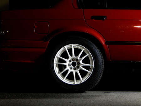 Custom white wheel on the sport car Фото со стока - 42526952